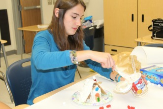 German Honor Society hosts annual gingerbread house making event