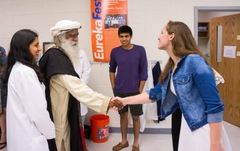Distinguished Indian luminary tours Jefferson tech labs