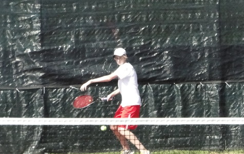 Tennis team finishes season with perfect record