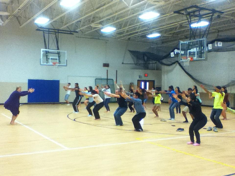 Students+de-stress+with+yoga