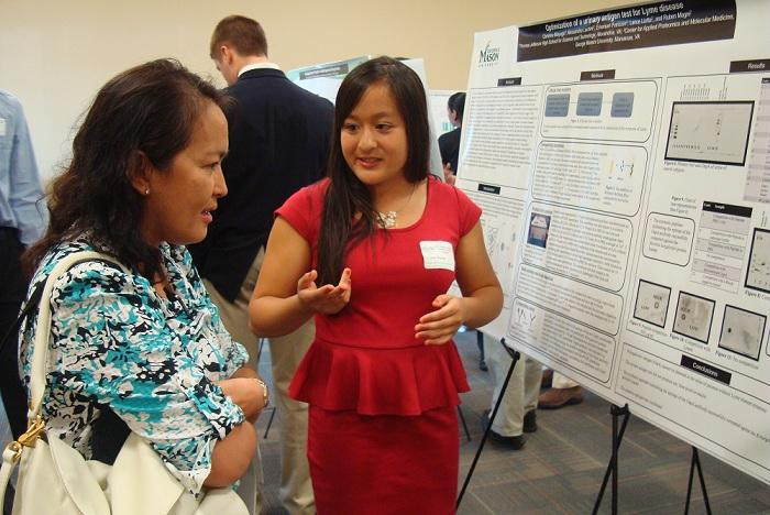 Students conclude summer internships with a presentation