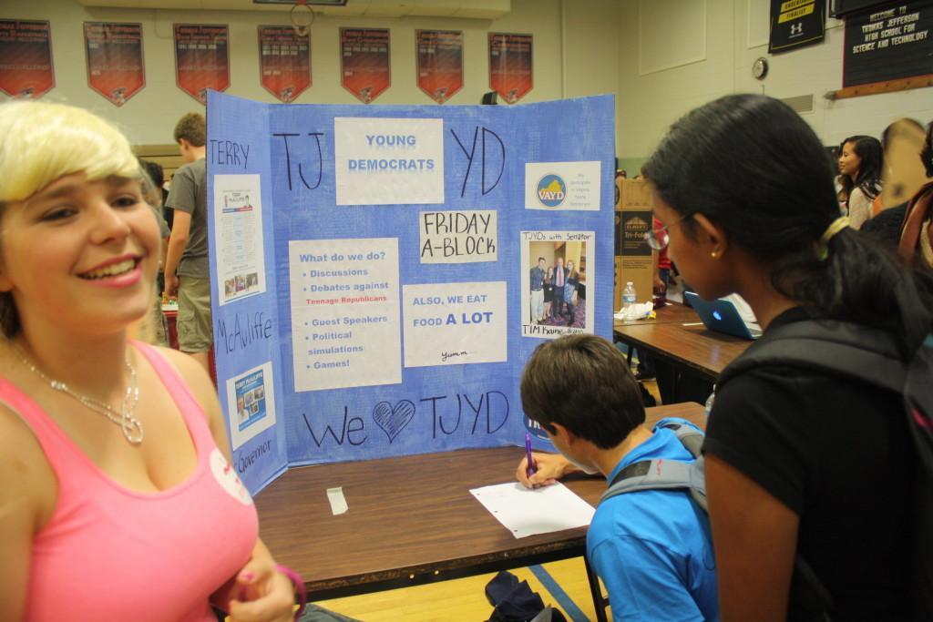 Freshmen explore club options at activity fair