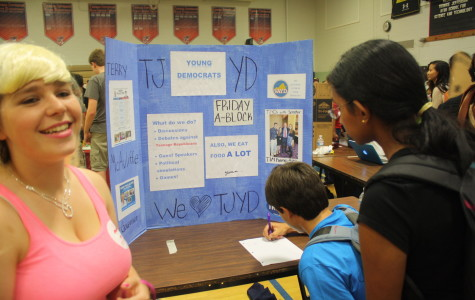 Freshmen explore club options at activity fair