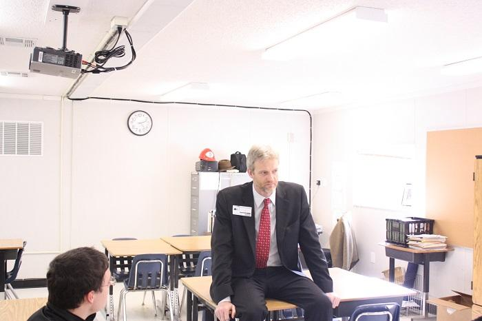 Guest speaker discusses foreign policy with students