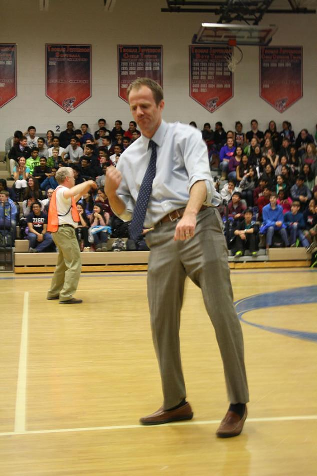 Dancing with the Faculty attracts crowd during eighth period