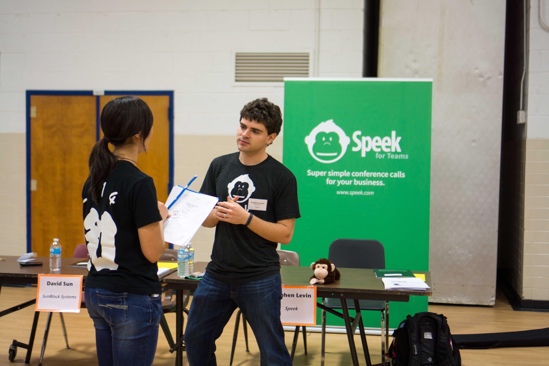 Class of 2007 alumnus Stephen Levin from Speek (right) talks with senior Linda Lay (left).