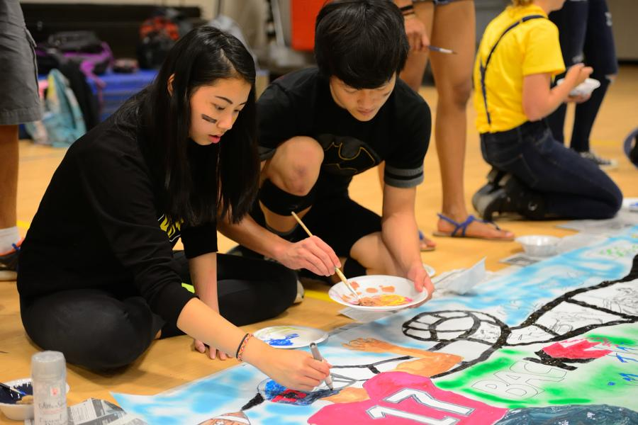Sophomores Patty Vitsupakorn and Tim Cho work on the Class of 2017's