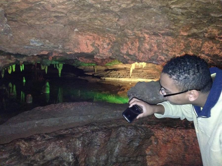 Senior+Joe+Broom+takes+pictures+of+rock+formations+at+Skyline+Caverns+in+Shenandoah%2C+Va.