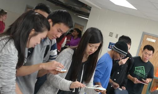 Seniors Samantha Lek, Gerry Wan, Yuqian Yang, Rollin Woodford and George Ho decorate cookies in the National Art Honor Society event.