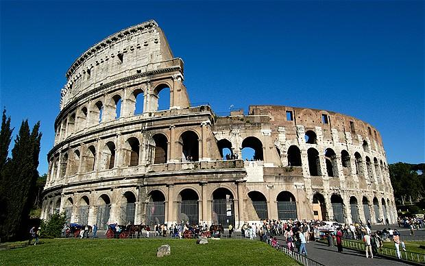 The+Colosseum+is+only+one+of+the+many+famous+landmarks+of+Italy.