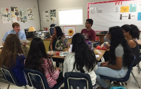 Class of 2019 FroshComm members meet with their class sponsors during lunch to prepare for homecoming week.