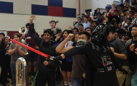 The sophomores cheer after their introduction. (Uzma Rentia)