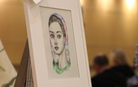 Sophomore Olivia Lu sells artwork at charity event