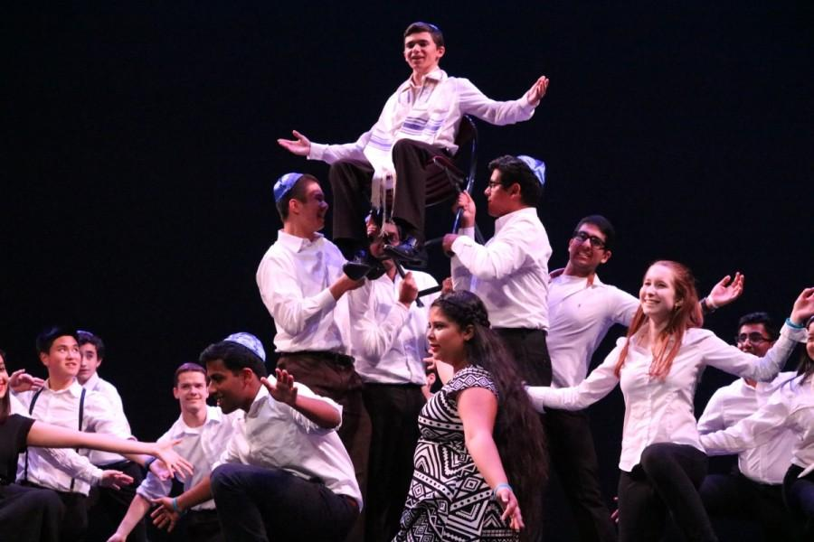 As the year of new clubs, Jewish Culture Club was able to make its first appearance ever on the GMU stage with traditional Jewish dance.
