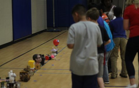 Freshmen Vie for Medals in Robot Competition