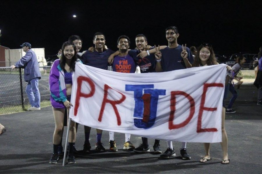 Seniors+Patty+Vitsupakorn%2C+Daniel+Chen%2C+Kanishkha+Gaba%2C+Advait+Kulkarni%2C+Rohan+Taneja%2C+Nakul+Dar%2C+and+Jenny+Kim+show+their+spirit+with+a+banner+to+support+the+team.+