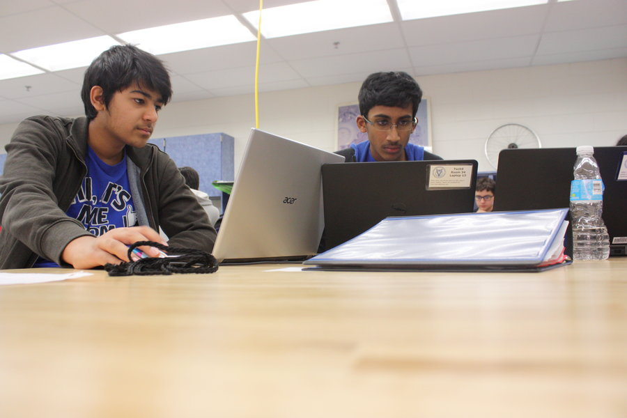 Freshmen work on their Design and Tech retake.
