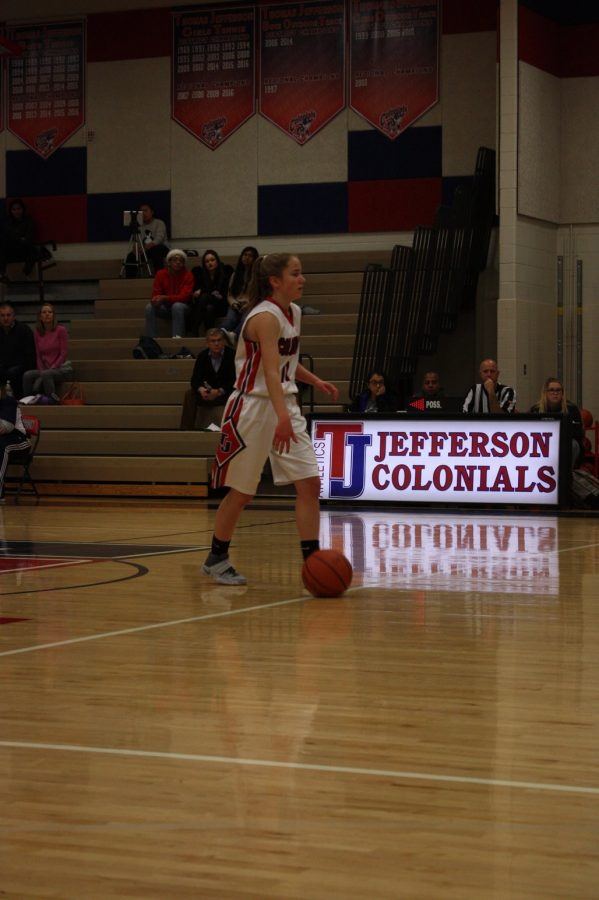 Sophomore+Savannah+Wilson+dribbles+up+the+court+to+start+off+the+game.