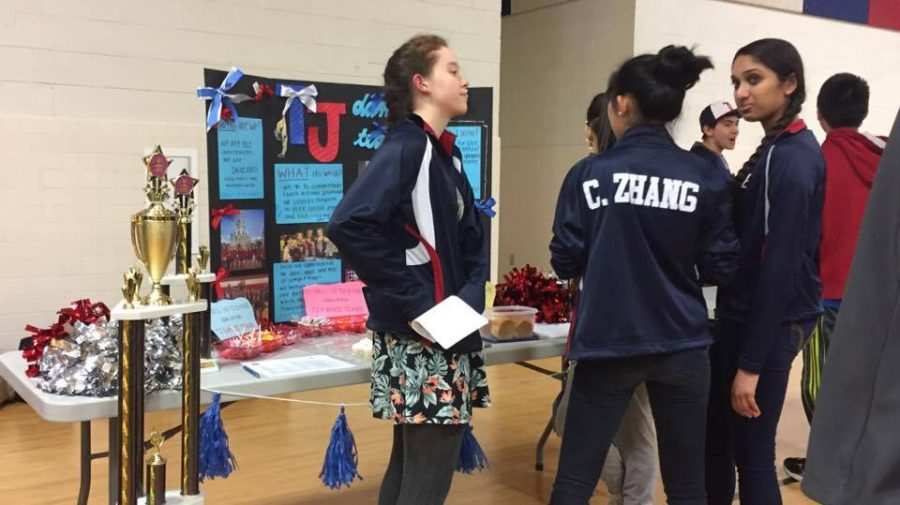 Dance team members Carol Zhang, Sahana Aiyer, and Elizabeth Moar recruit incoming freshmen.