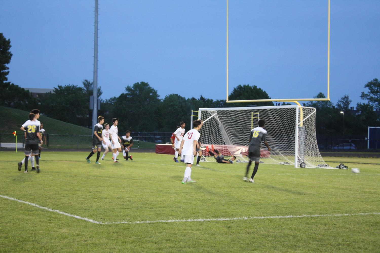 Jefferson+looks+to+score+a+goal%2C+but+misses+narrowly.+