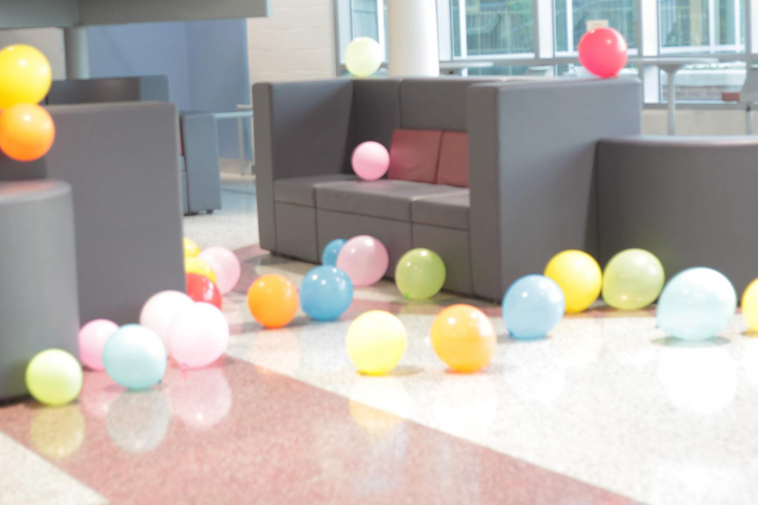 Nobel+Commons+was+filled+with+balloons+for+the+class%27s+enjoyment.
