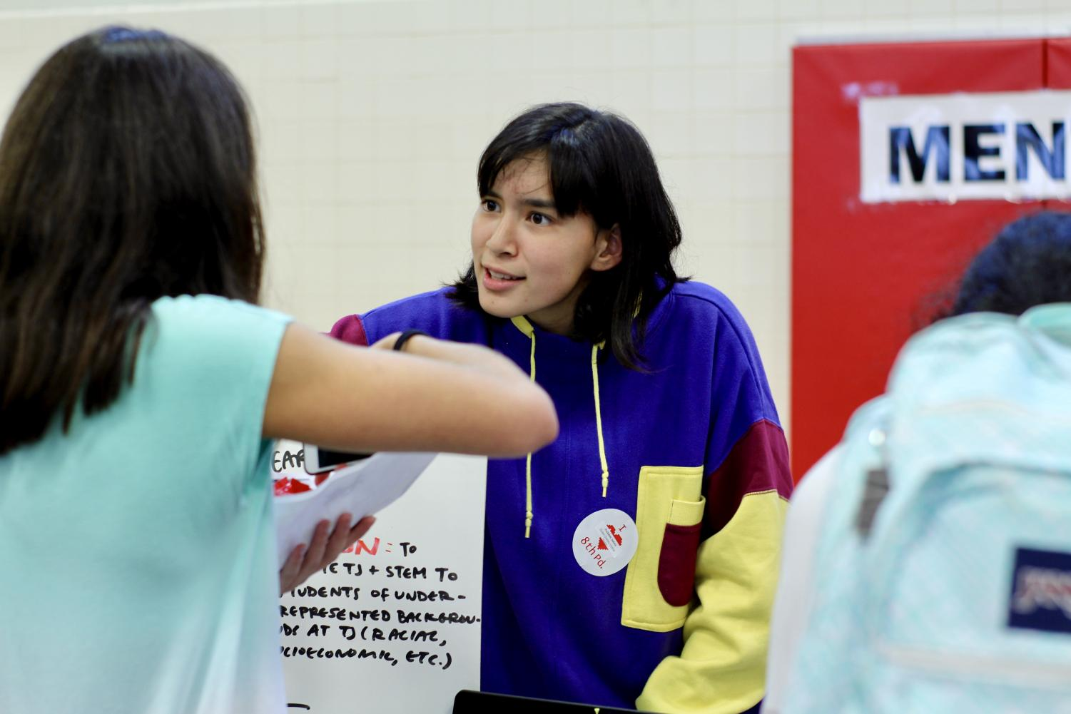 Isabela+Huckabee+informs+visitors+to+her+booth+about+her+club%2C+Student+Diversity+Initiative+%28SDI%29.+SDI+works+to+promote+diversity+in+the+TJ+community.+