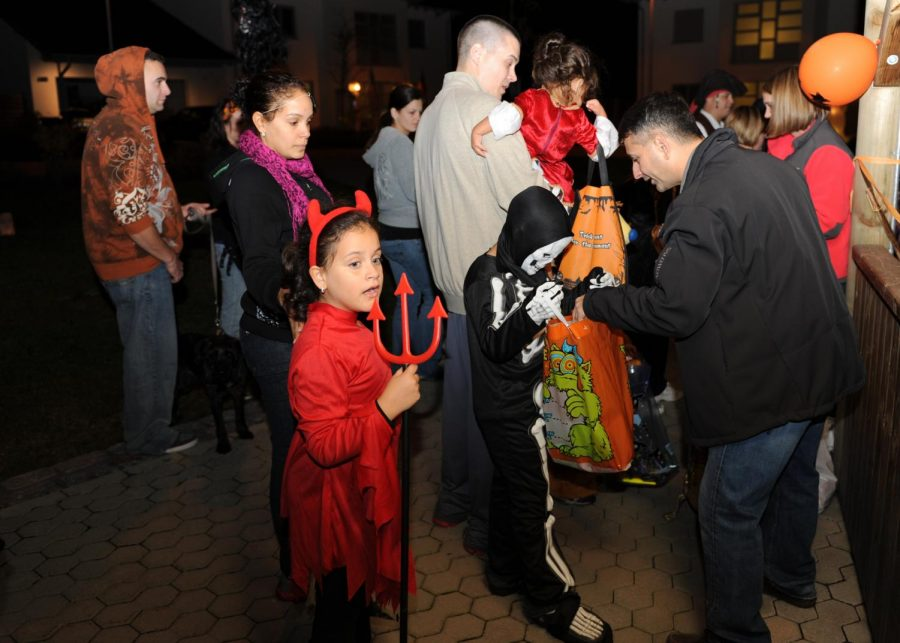 Many+kids+have+made+great+memories+through+trick-or-treating%2C+and+still+hope+to.+%0A%0APhoto+Courtesy+Google+Images+via+Creative+Comons%0A