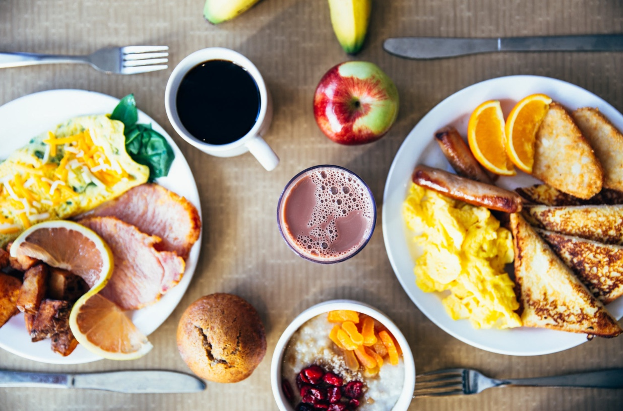 Photo courtesy of burst.shopify.com. Students eat a variety of foods for breakfast. However, they aren't always healthy, unlike the ones pictured above.
