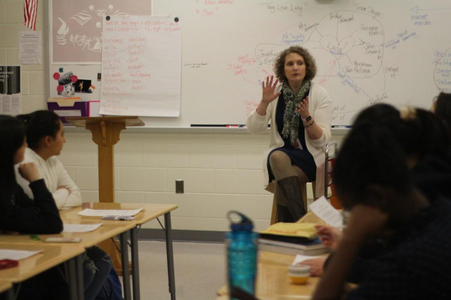 English+teacher+Dr.+Michelle+Boswell+discusses+the+NCTE+competition+with+students+during+the+interest+session.+