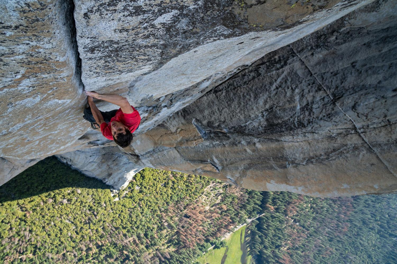 Ascending up El Capitan, Alex Honnold uses no ropes for support. Free Solo captures his preparation for this climb as well as the climb itself.