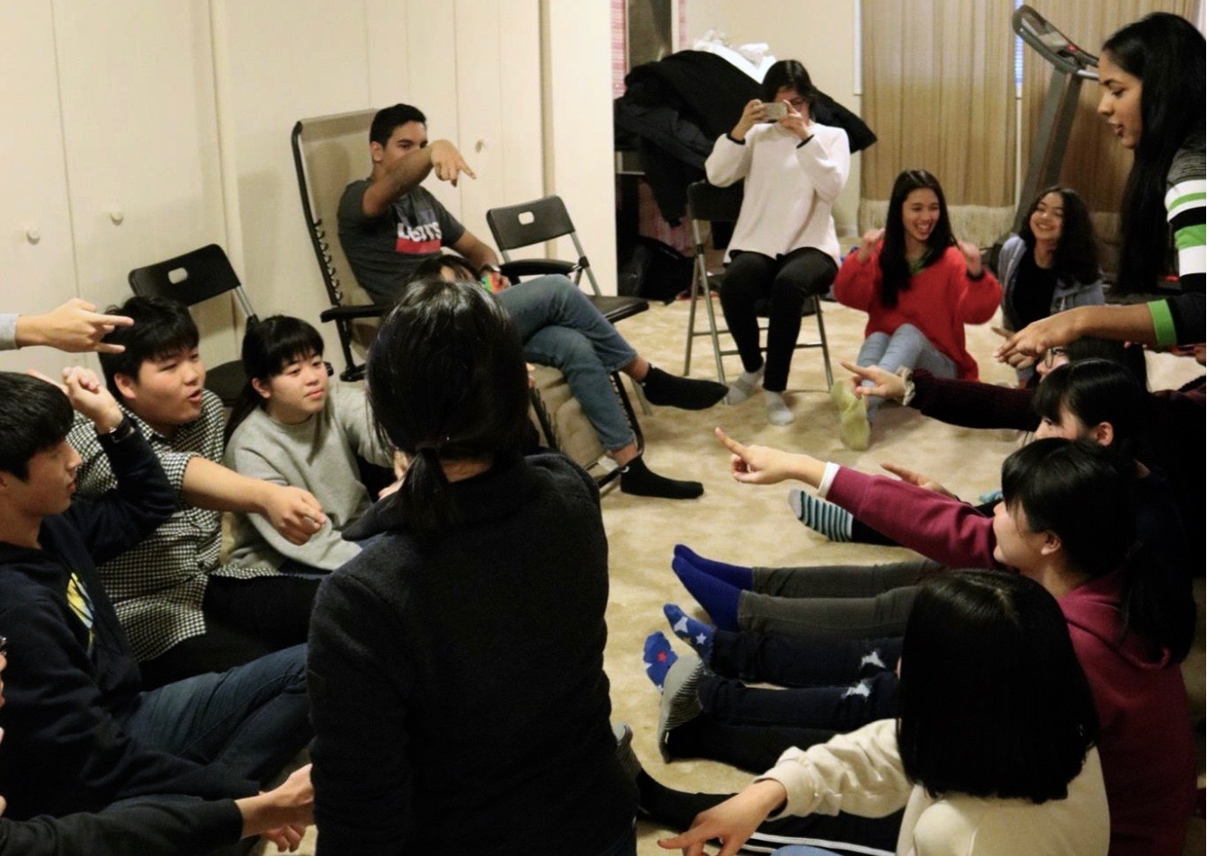 During the welcome party, Chiben Gakuen students played Mafia as an icebreaker with Jefferson students.