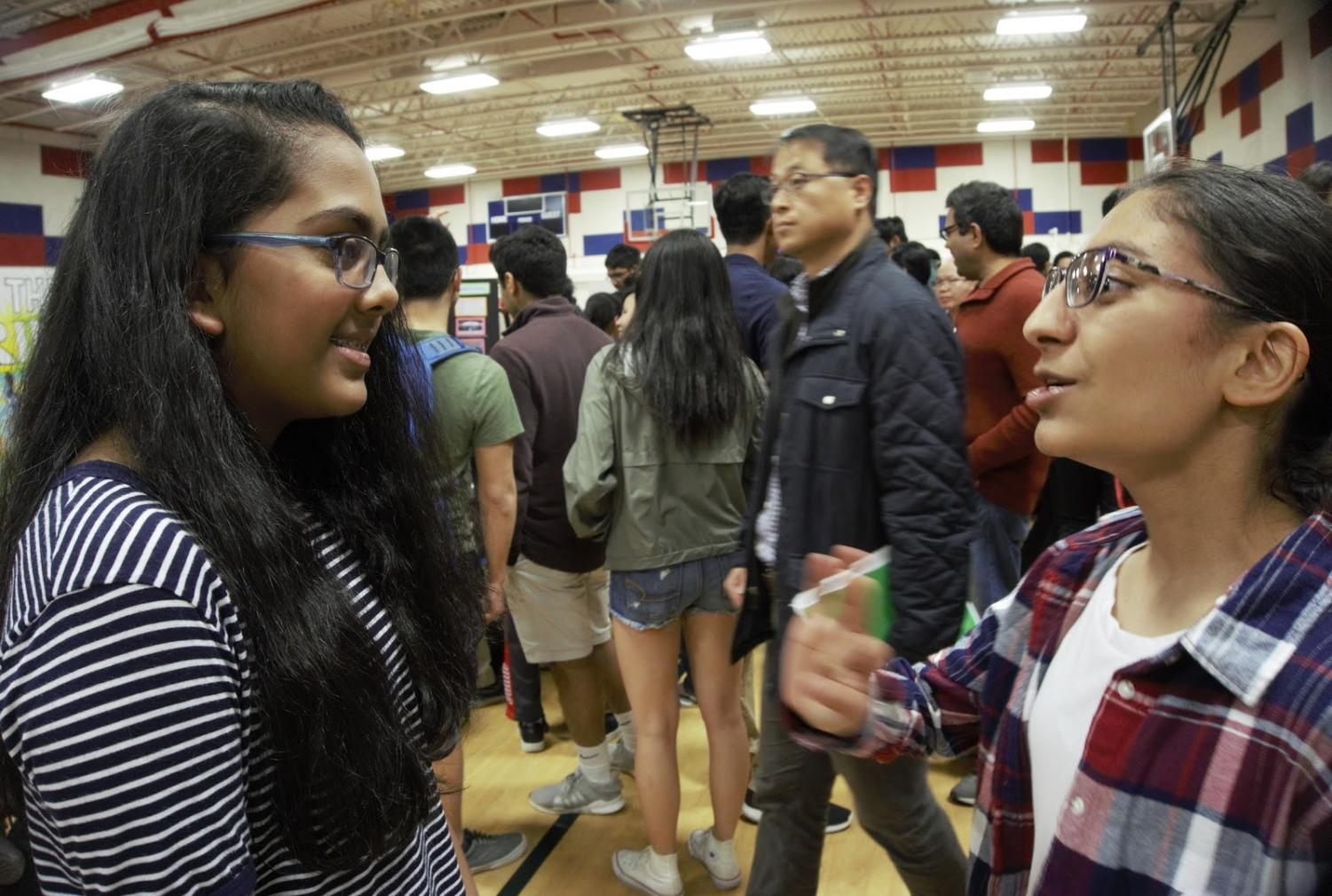 Freshmen Lily Walters talks about IBET and course selections to Ananya Banderu, a rising freshman at Jefferson during welcome night.