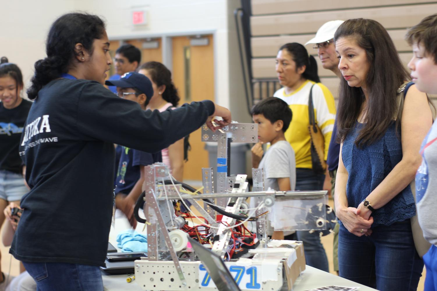 FTC+Shockwave+representative%2C+sophomore+Kritika+Jothishankar+explains+the+workings+of+her+team%27s+competition+robot+to+a+few+of+the+many+Techstrav+guests.