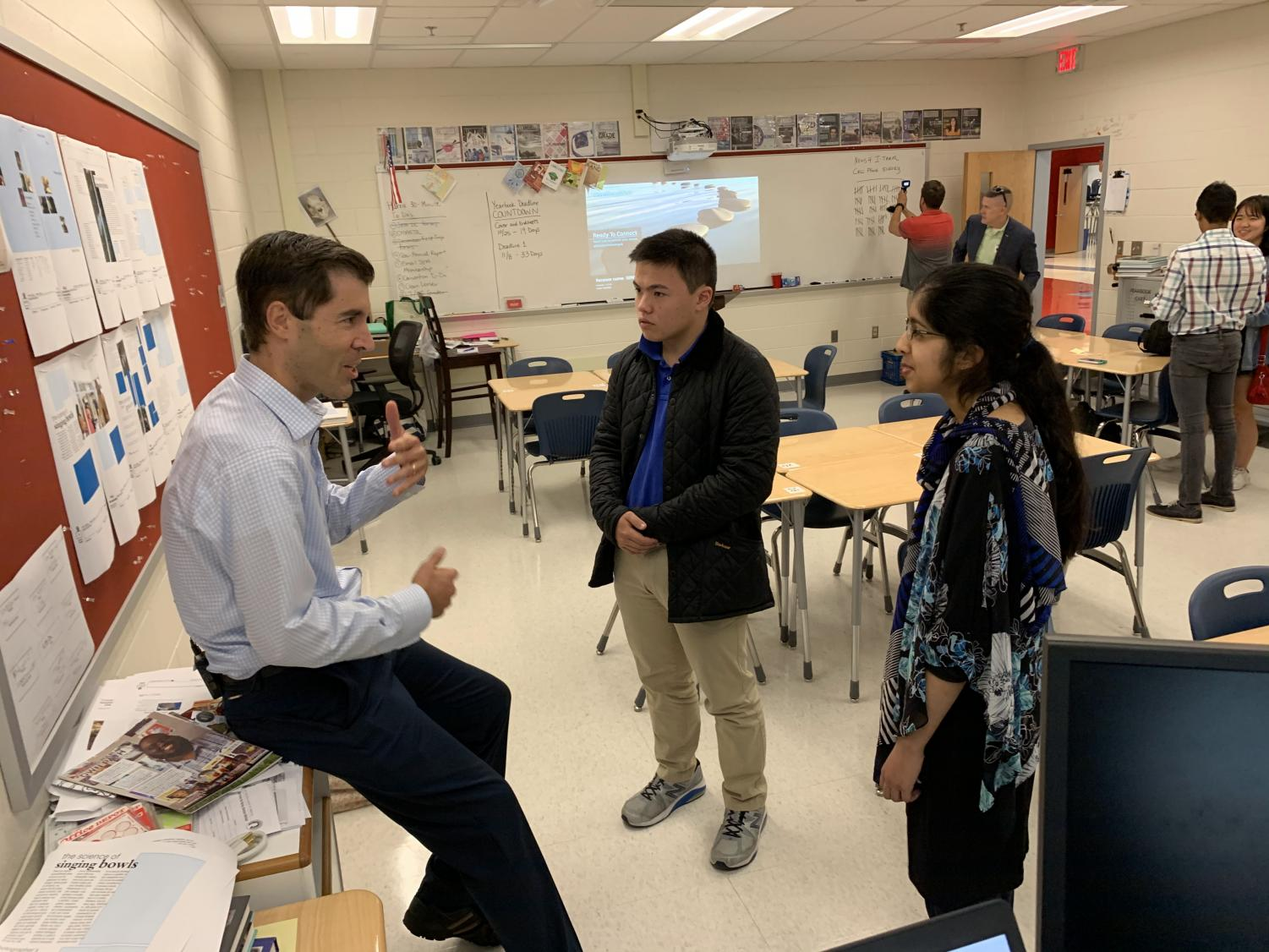 NBC News4 I-Team Investigative Reporter Scott MacFarlane discusses questions with students after class. MacFarlane and his team surveyed Jefferson's Journalism class and provided a lesson on effective journalism writing.