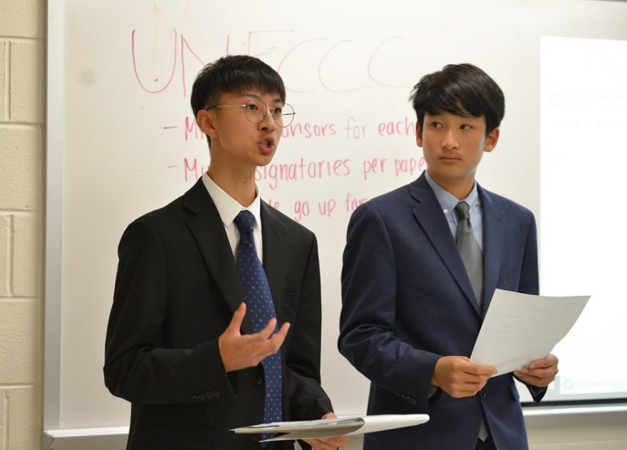 Delivering+speeches+during+the+UNFCCC+committee%2C+freshman+Jordan+Lee%2C+left%2C+and+sophomore+Sung-June+Kim%2C+right%2C+represented+the+delegation+of+Brazil.+Picture+credits%3A+Fiona+Zheng.%0A