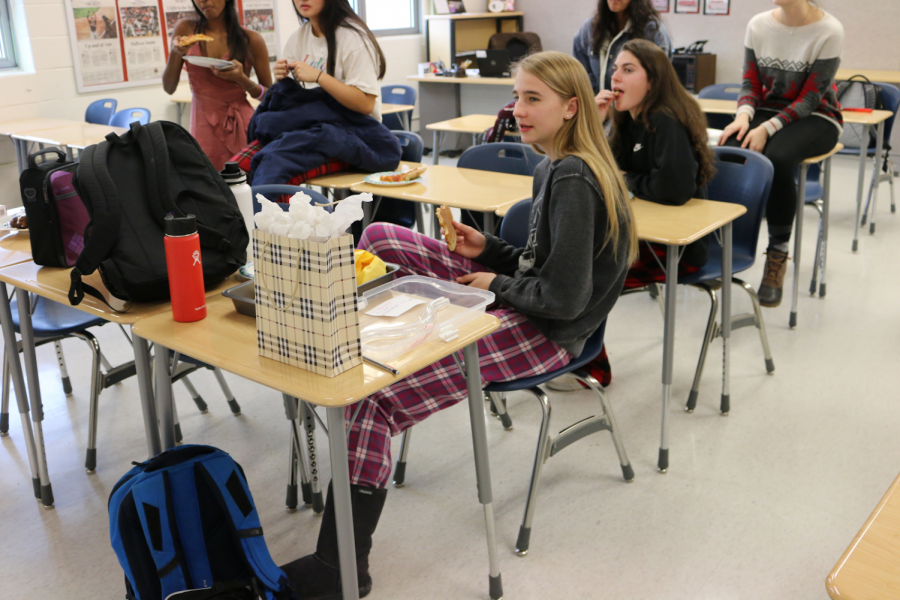 Lounging+in+her+chair%2C+sophomore+Kailyn+Pudleiner+enjoys+a+cookie+on+Flannel+Friday.+%E2%80%9CThe+last+week+of+school+before+break+can+be+stressful+and+hard%2C+but+the+spirit+days+made+it+more+festive+and+fun%2C%E2%80%9D+Pudleiner+said.+%0A