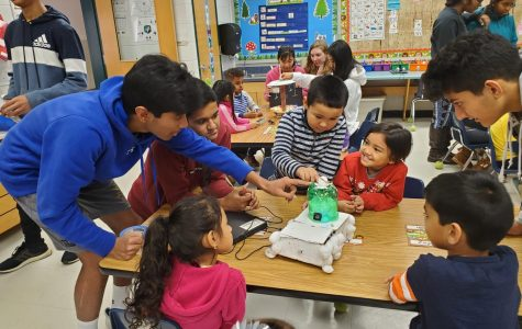 Streams IBET students teach elementary school students with their electronic toys