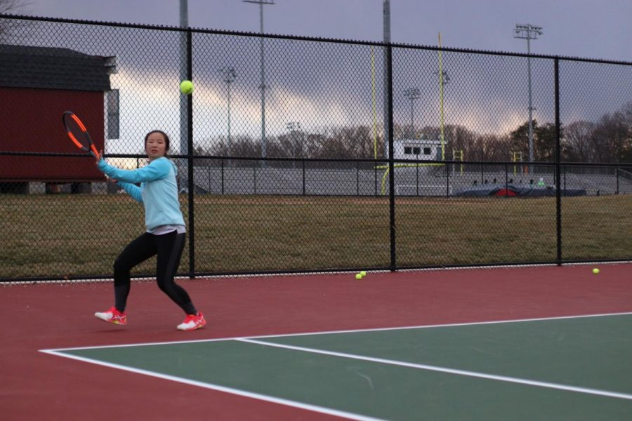 Sophomore+Yeefay+Li+prepares+to+return+a+ball.+%E2%80%9CTryouts+were+difficult+because+the+weather+was+so+unpredictable+-+for+example%2C+it+was+raining+and+snowing+on+Friday%2C+so+court+conditions+were+really+bad%2C%E2%80%9D+Li+said.%0A