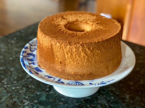 Have more time on your hands? (Of course you do, you're in quarantine!) Here's another sweet treat that is very simple to make. This chiffon cake is very light and fluffy in taste and texture. Lemon and orange zest gives it subtle traces of citrus, making each bite light and refreshing. Serve with any topping of choice - I suggest some fruit or powdered sugar - and enjoy! Recipe: https://www.justonecookbook.com/perfect-chiffon-cake/