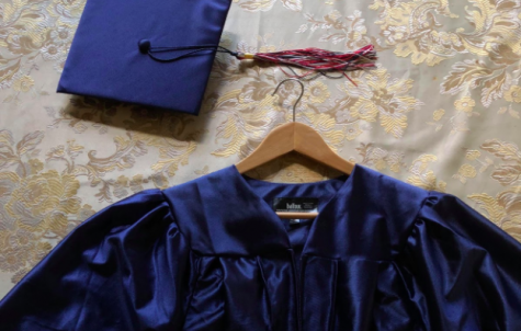 Seniors experience a cap and gown mix up