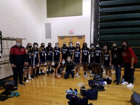 Jefferson Girls Basketball team poses for a team photo.