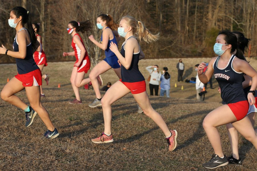 Junior+Kaia+Wright+and+other+competitors+raced+with+masks+on+in+a+spring+2021+cross+country+meet.