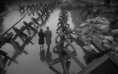 "Veronika (Tatyana Samoylova) and Mark (Aleksandr Shvorin) walk through a war-torn Moscow in ""The Cranes are Flying""."