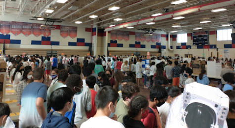 Jefferson freshmen examine over 50 activity fair stands set up by upperclassmen.